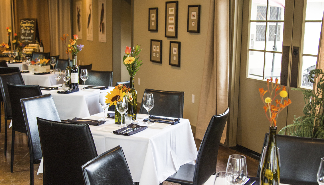 Intimate seating and table arrangements for your event.